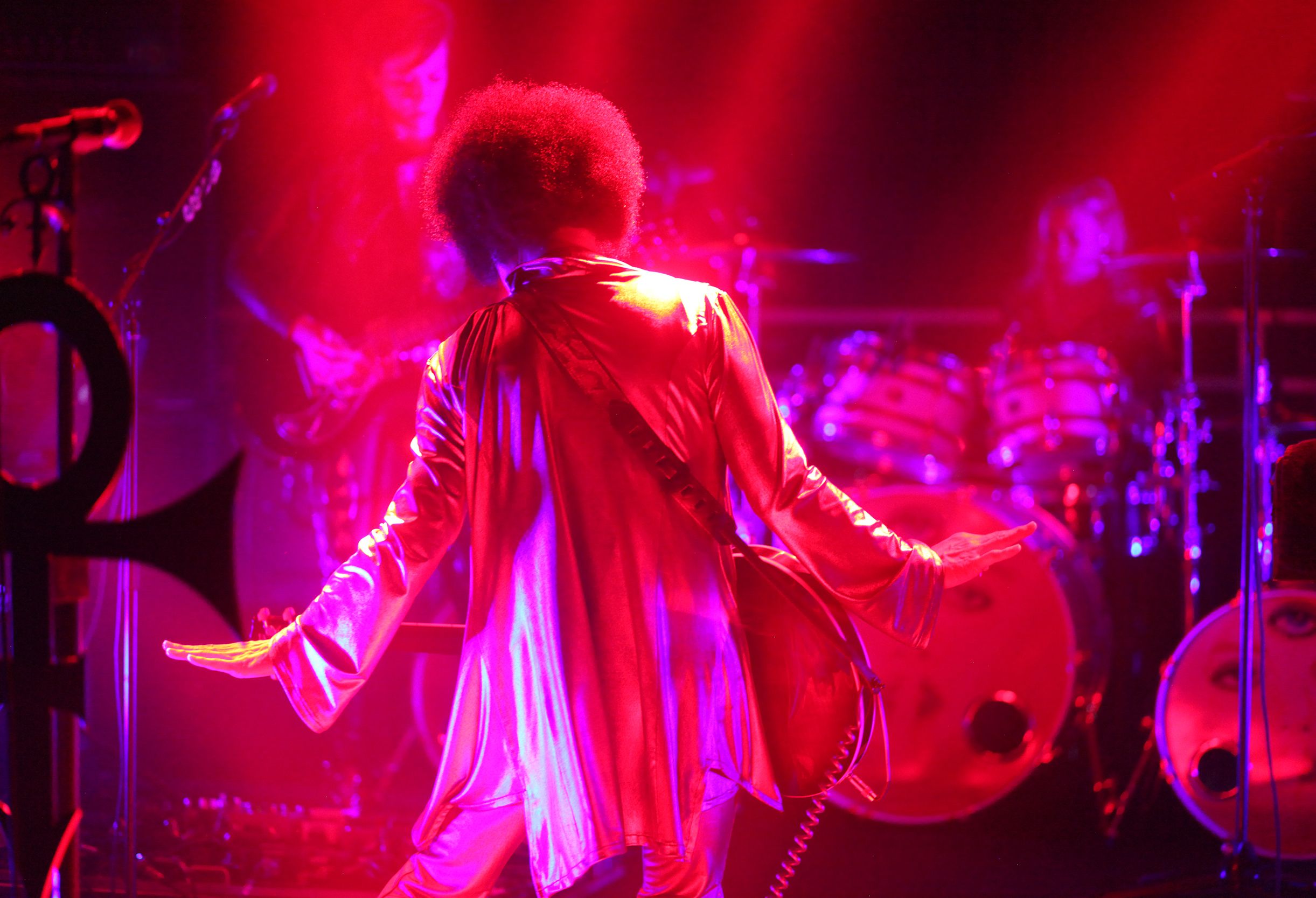 prince-in-dubai-autism-rocks-red.jpg